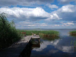Pomost i jezioro